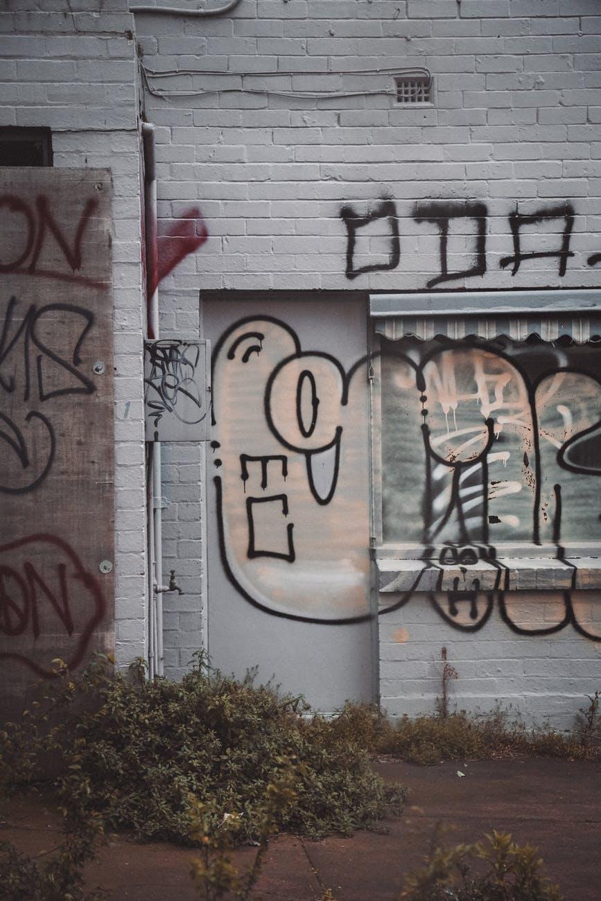 Empresa de productos químicos para limpieza de greffitis y protección de fachadas